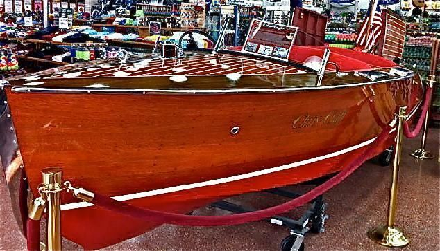 17' 1936 Chris Craft Deluxe Runabout