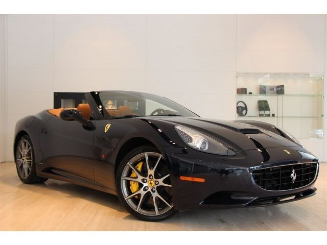 Ferrari : California Base Convertible 2-Door -BLU POZZI, MAGNERIDE, DIAMOND STICHING, YELLOW CALIPERS, 20