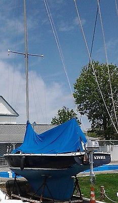 ENSIGN 22.5-foot SLOOP with 5hp HONDA OUTBOARD and FOUR SAILS