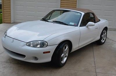 Mazda : MX-5 Miata Convertible Mazda Miata MX-5 Convertible Low Mileage 5-Speed Very Clean and Well-Maintained