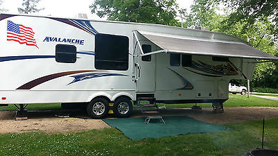 Beautiful 2012 5th Wheel Avalanche Camper