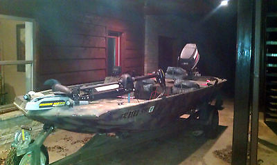 16 foot Alumacraft Maverick-Camo Fishing, Duck Boat & Trailer, 90hp Yamaha motor