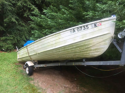 Starcraft 14' aluminum v-hull boat w/ 20hp Mercury motor and trailer
