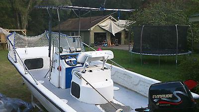 Twin Vee 20 center console catamaran