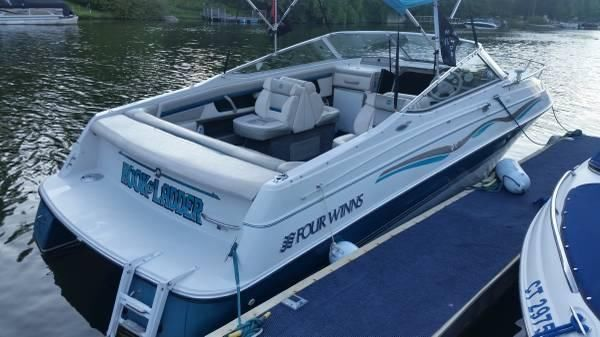 23' 1993 Four Winns Sundowner 235