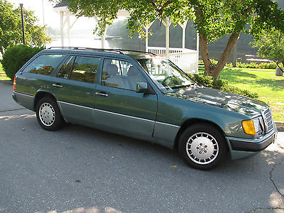 Mercedes-Benz : E-Class 300 TE 91 classic 300 series mercedes 300 te wagon green with palomino lots of extras