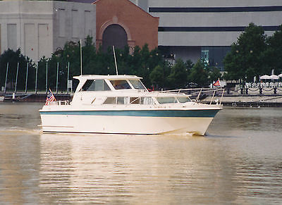 1970 Uniflite 31 ft. Hard Top Cabin Cruiser