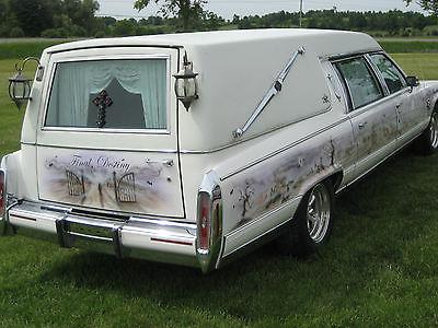 Cadillac : Fleetwood Brougham Custom 1990 Cadillac Fleetwood Hearse.... Halloween Cruiser