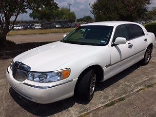 Lincoln Towncar Signature Series White V8 161,900 Mi