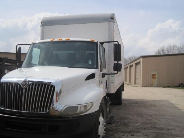 2005 International 4300  Moving Van