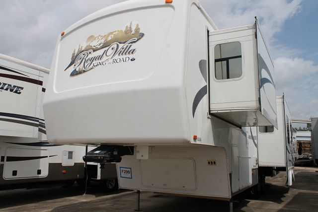 2007 King Of The Road Royal Villa 33RLTS