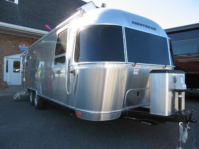 2017 Airstream Flying Cloud 27FB Queen Bed