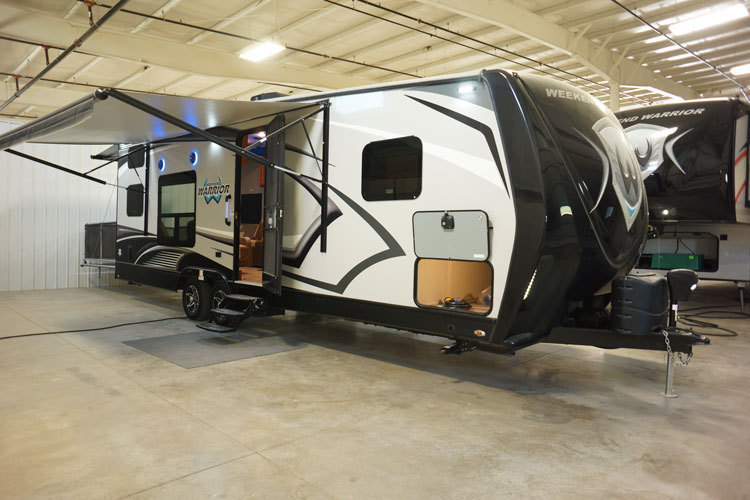 2016 Weekend Warrior 28W TOY HAULER Travel Trailer