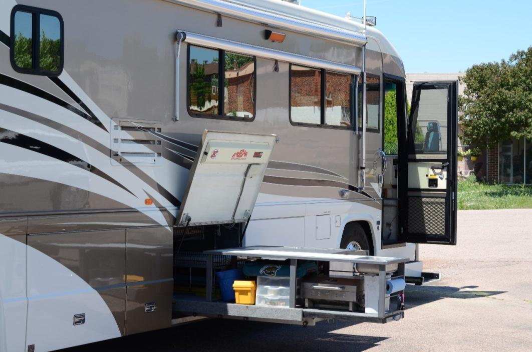 2000 Country Coach Affinity 42 Dblsld