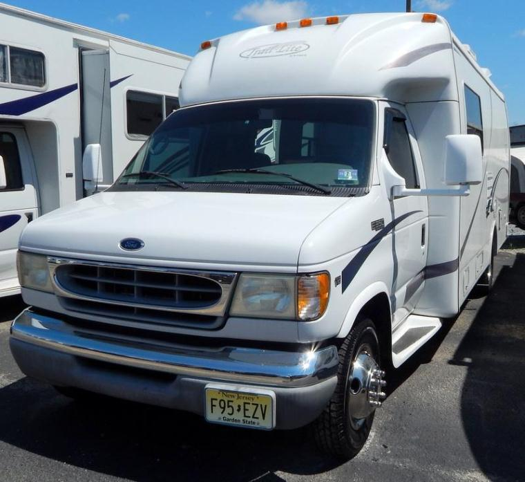 2002 R-Vision Trail-Lite 251 Corner Bed w/Love Seat &