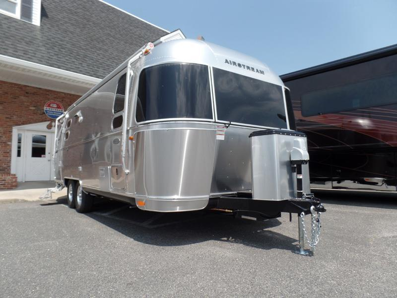 Creative Airstream Flying Cloud 25fb Queen RVs For Sale