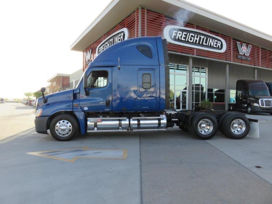 2009 Freightliner Cascadia 125 Fuel Truck - Lube Truck