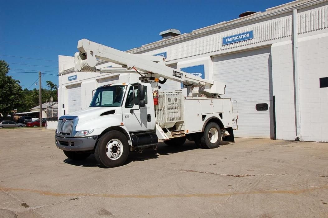 2005 International 4300 Bucket Truck - Boom Truck