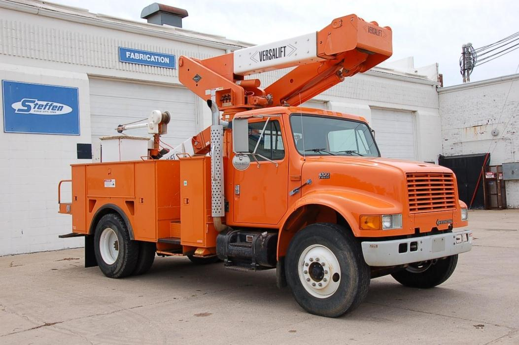 1999 International 4700 Bucket Truck - Boom Truck