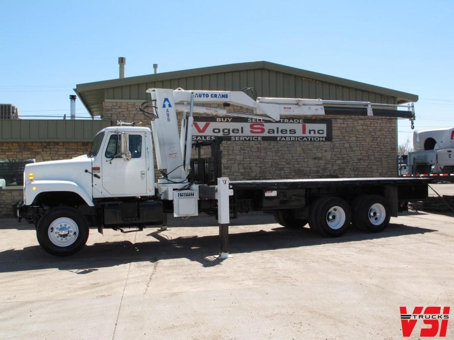 2002 International 2574 Crane Truck