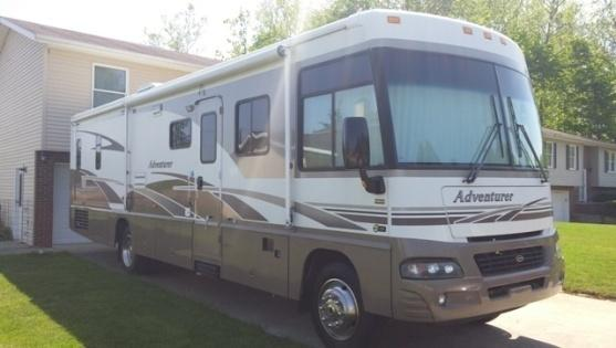 2005 Winnebago Adventurer 35U
