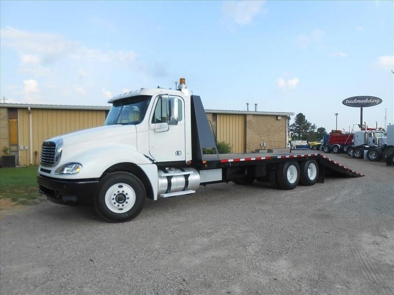 2009 Freightliner Columbia  Rollback Tow Truck