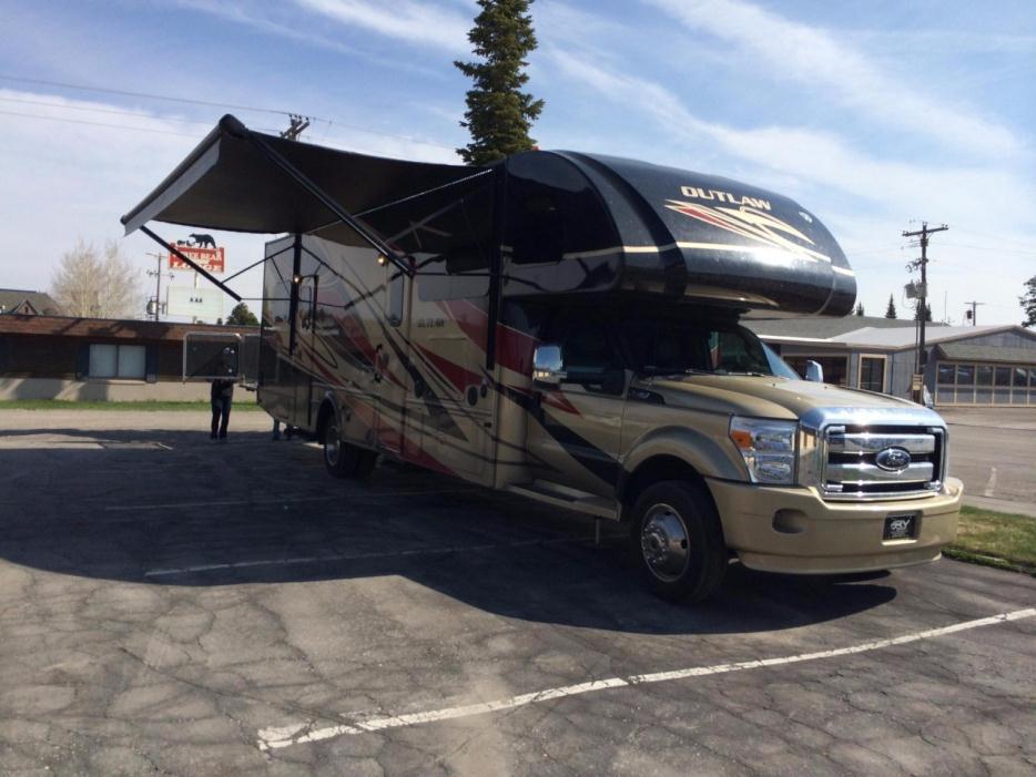 2015 Thor Motor Coach Outlaw 35SG SUPER C F-550