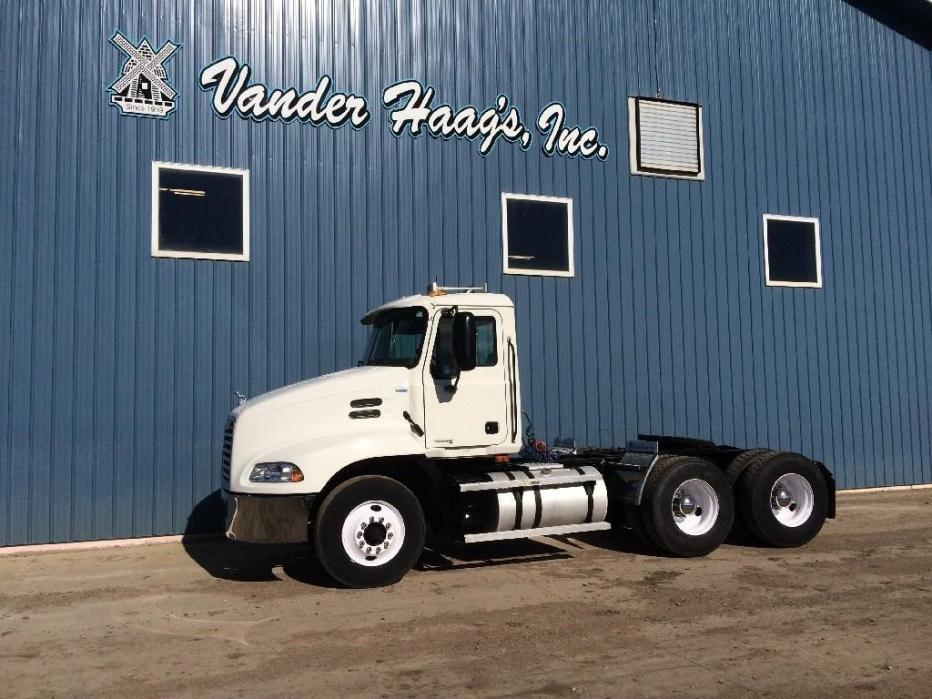 2004 Mack Vision Conventional - Day Cab