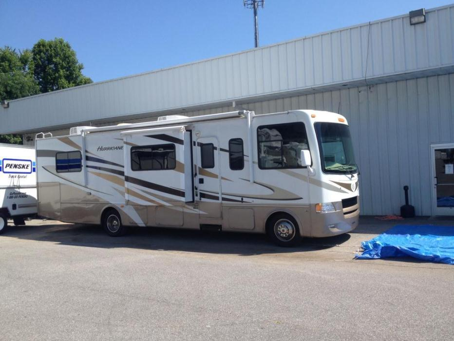 2011 Four Winds Hurricane 33t