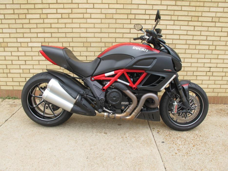 Ducati Diavel Carbon Red Motorcycles For Sale In Missouri
