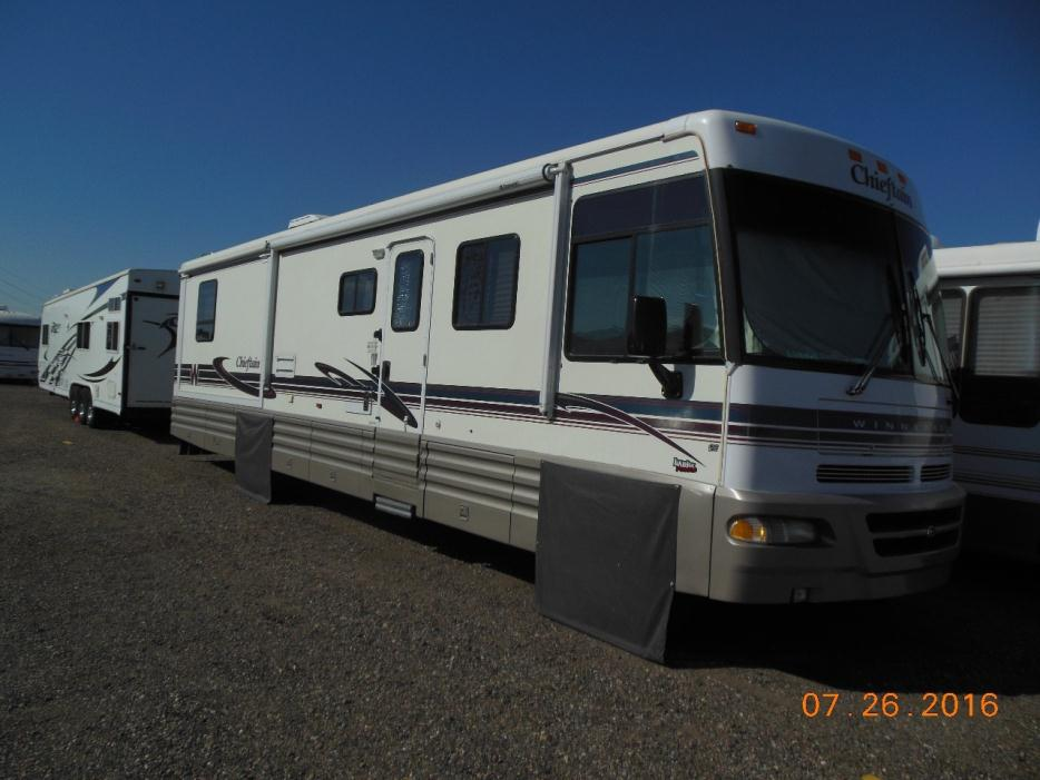 1999 Winnebago Chieftain 35U