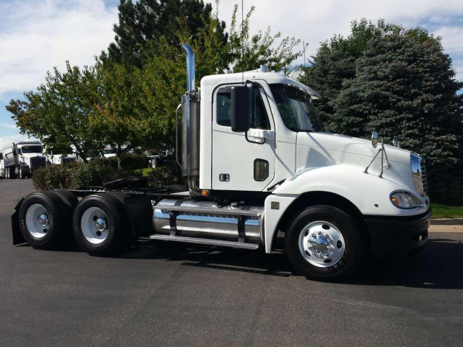2007 Freightliner Columbia Conventional - Day Cab