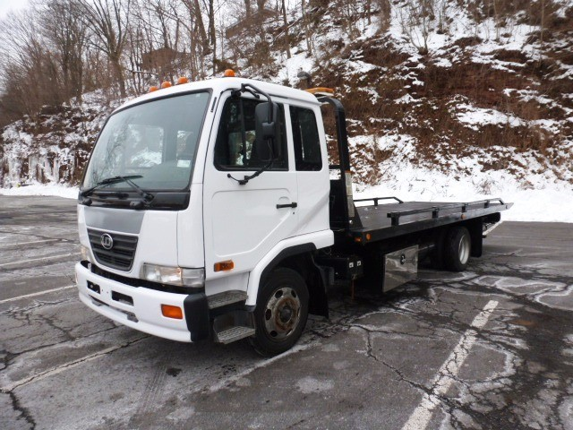 2009 Ud Trucks 2000 Car Carrier