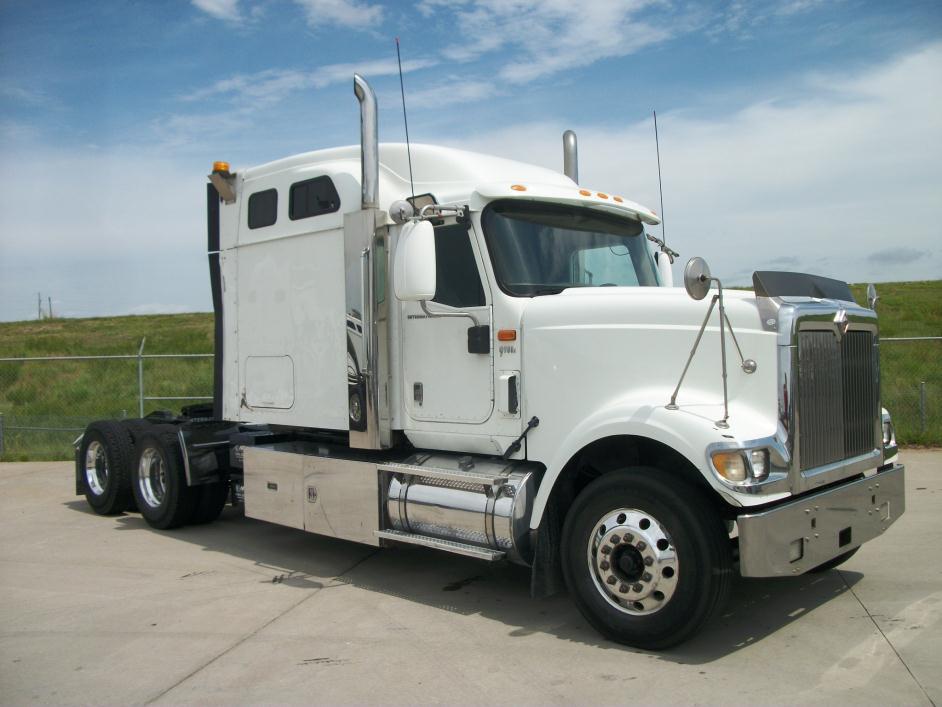 2009 Navistar 9900 Conventional - Sleeper Truck