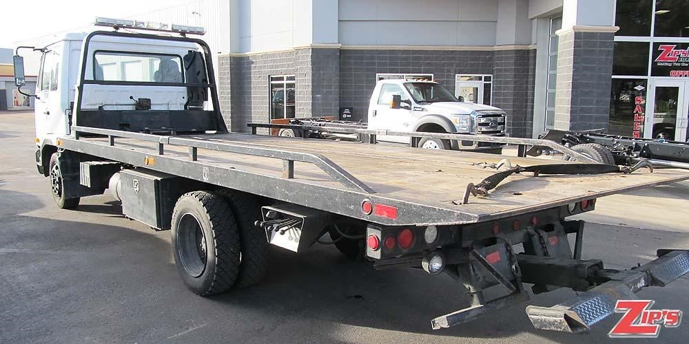 2006 Ud 2300 Flatbed Truck