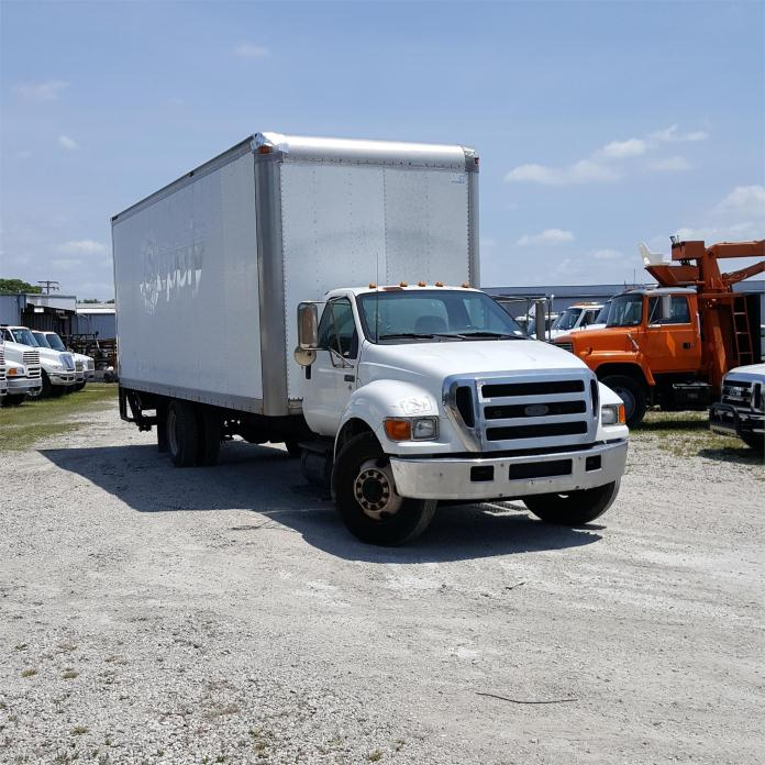 2004 Ford F650 Moving Van
