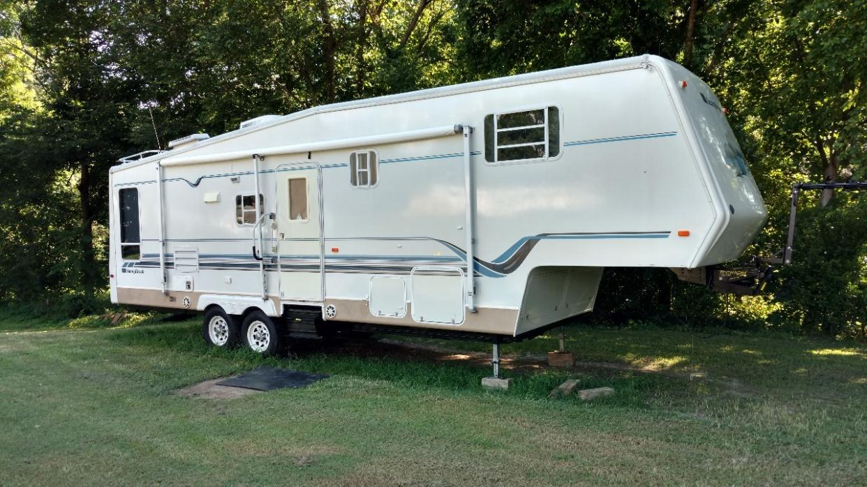 2001 Sunnybrook Mobile Scout 31BWFS