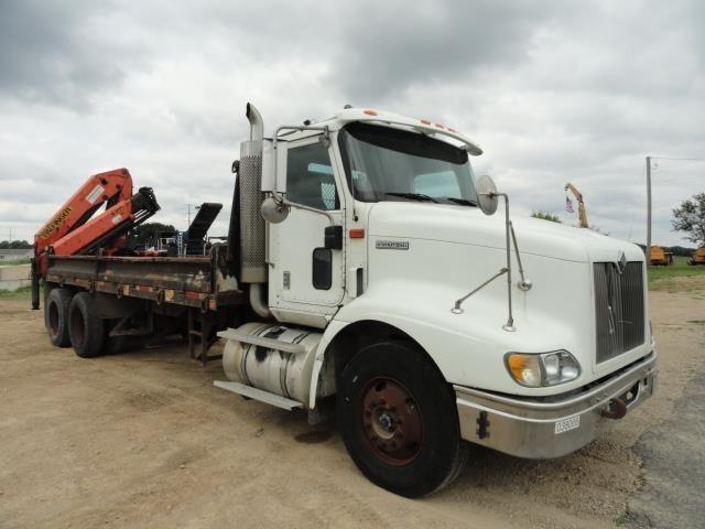 2000 International 9200i Crane Truck