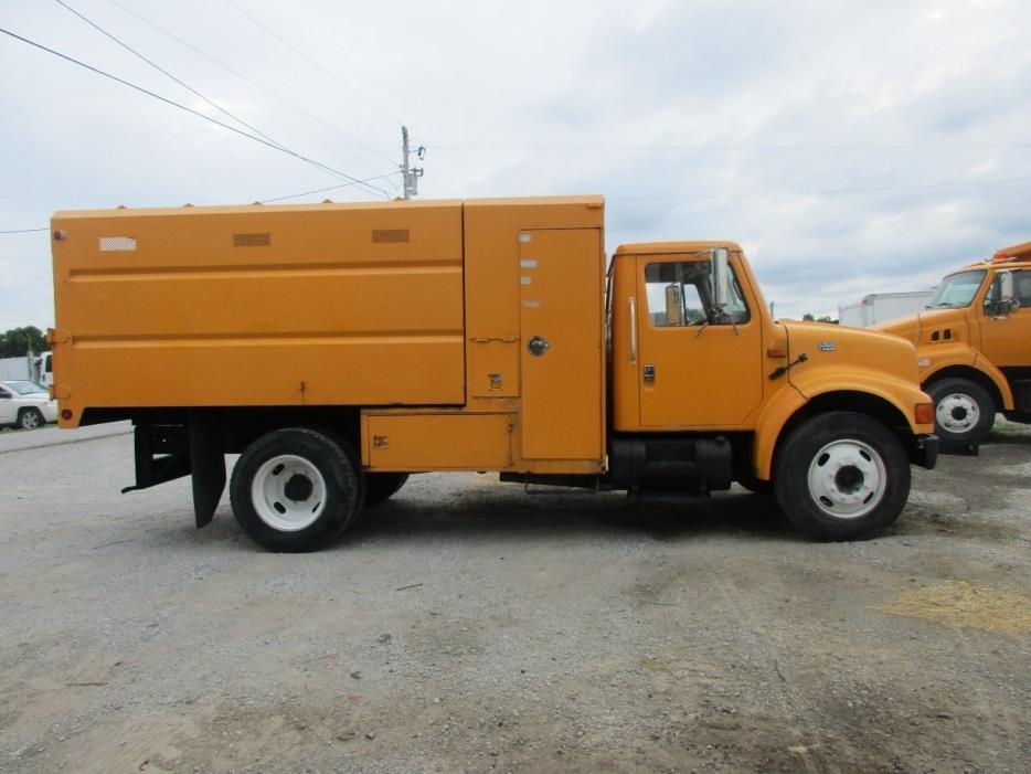 2001 International 4700  Chipper Truck