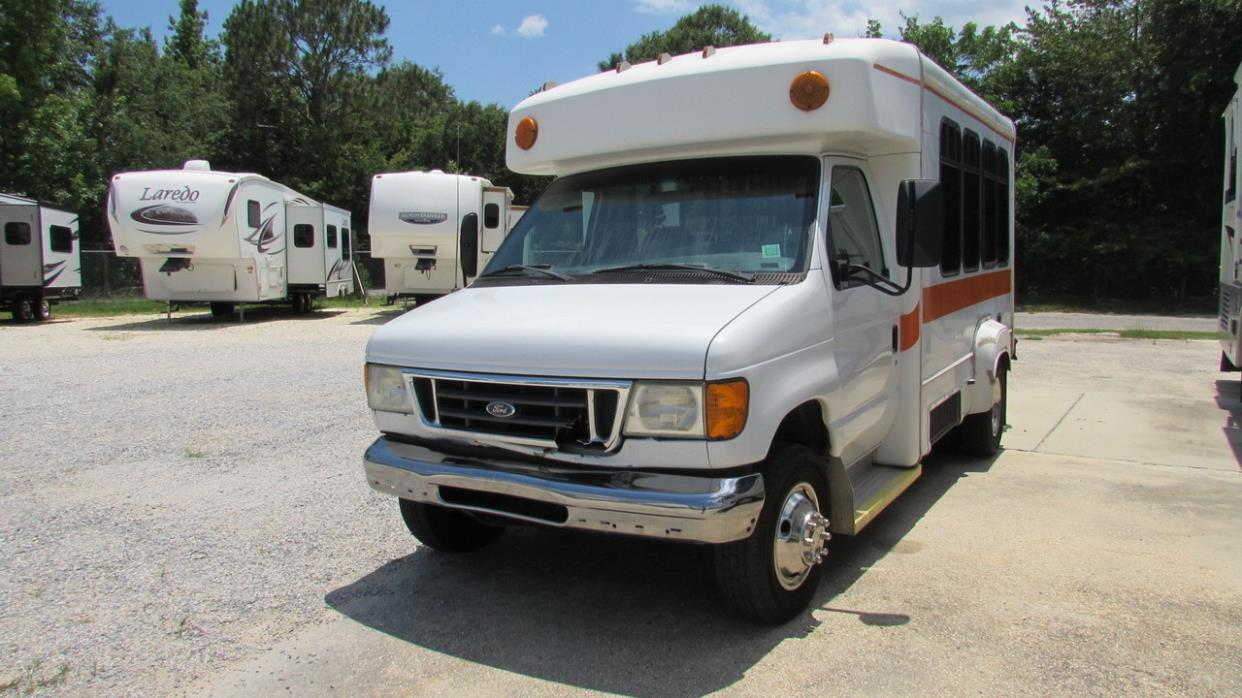 2005 Ford Econoline E350 Super Duty Shuttle