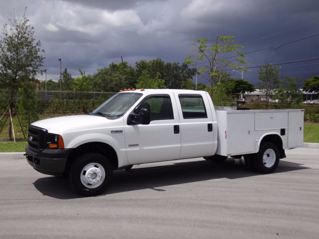 2006 Ford Super Duty F-350 Drw Cab-Chassis  Utility Truck - Service Truck