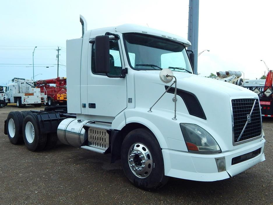 2009 Volvo Vnl64t300  Conventional - Day Cab
