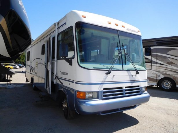 2000 Forest River Georgetown 325S