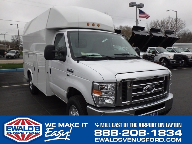 2016 Ford Econoline Commercial Cutaway  Contractor Truck