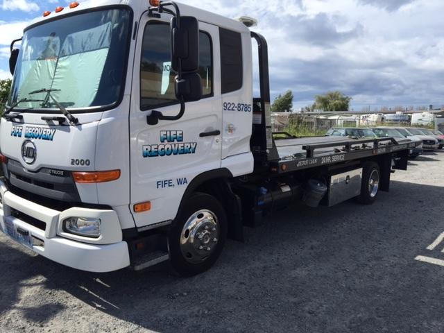 2011 Ud Trucks 2000 Wrecker Tow Truck