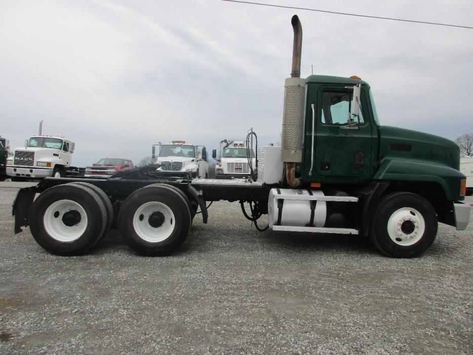 2000 Mack Ch613 Conventional - Day Cab