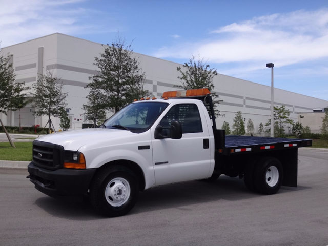 2001 Ford Super Duty F-350 Drw Cab-Chassis  Flatbed Truck