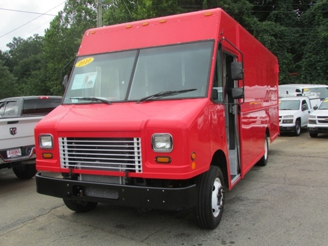 2010 Workhorse Commercial Cube Van Box Truck - Straight Truck