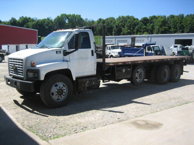 2003 Chevrolet C8500  Flatbed Truck