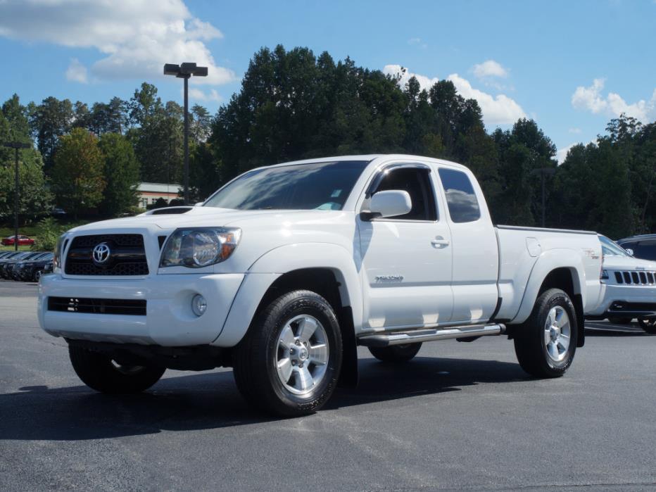 2011 Toyota Tacoma V6  Pickup Truck
